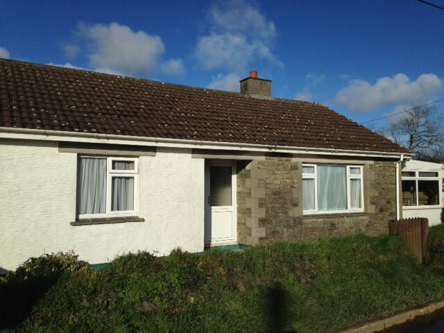 Homely Bungalow in village near to Helford River - Saint Martin
