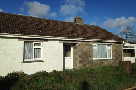 Homely Bungalow in village near to Helford River - Saint Martin - Rumah