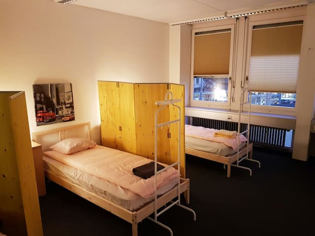 The dorm: Shared room in Zürich Albisriederplatz - Zurych - Hostel