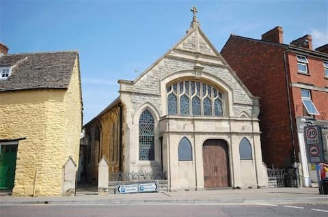 Large en suite room in converted Cotswolds chapel