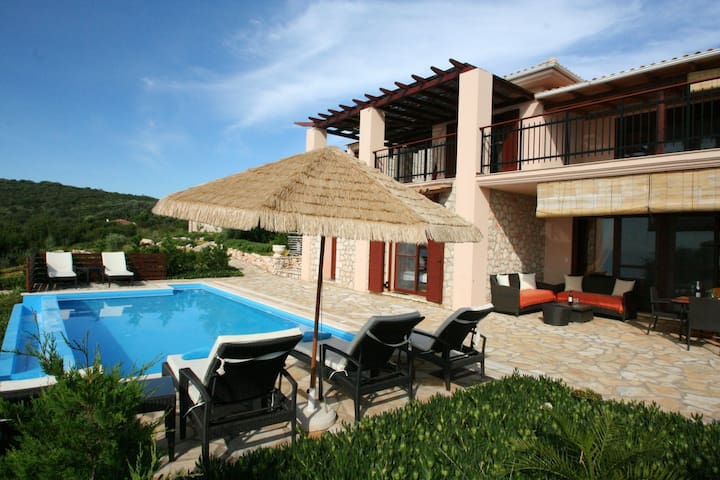 Eden villa Eva up 4+2 pers.,private pool, 30m sea - Evgiros
