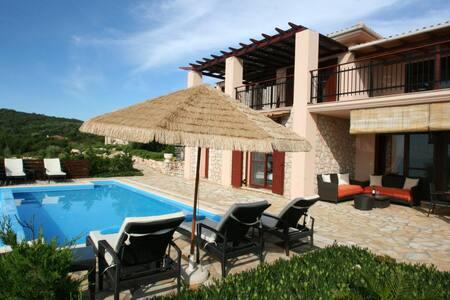 Eden villa Eva up 4+2 pers.,private pool, 30m sea - Evgiros