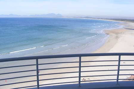 Upmarket beachfront apartment - Cape Town - Apartment