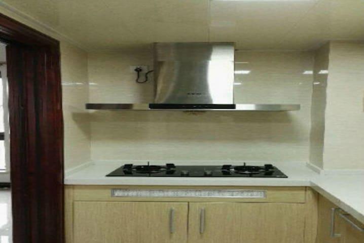 员村名仕公寓 1室1厅40平米 简单装修 押一付一(名仕公寓 靓房招租 货量不多 先到先得 - Dongguan Shi - Hus
