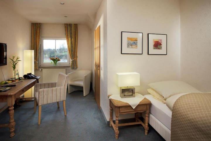 Hotel Restaurant Seegarten, (Sundern), Stammhaus XS Einzelzimmer