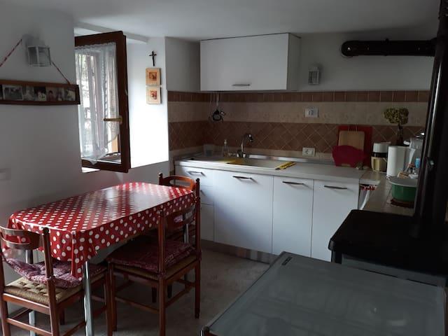 CASA TIPICA DI MONTAGNA IN PICCOLA CONTRADA