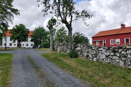 Mysig, nyrenoverad vindsvåning på Kungsgården
