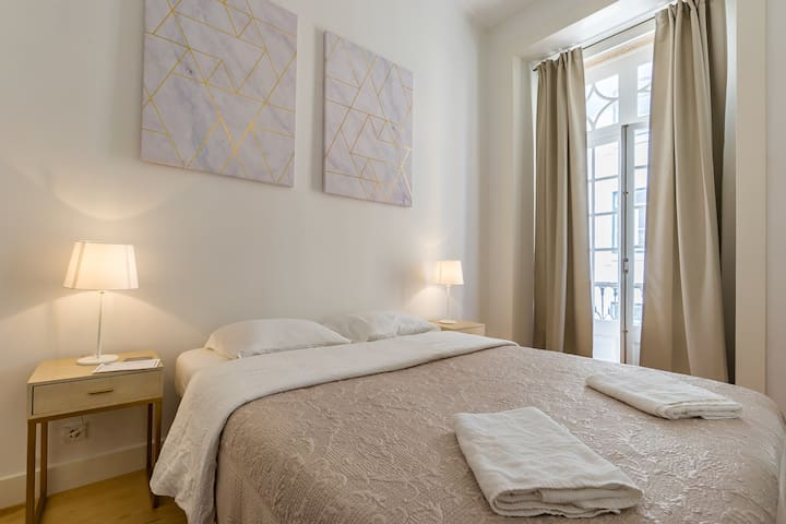 NEW!! Santa Justa Prime Room in Baixa Chiado