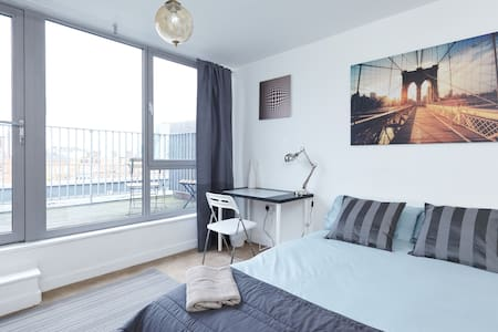 Spacious double room with own roof terrace - Lontoo - Huoneisto