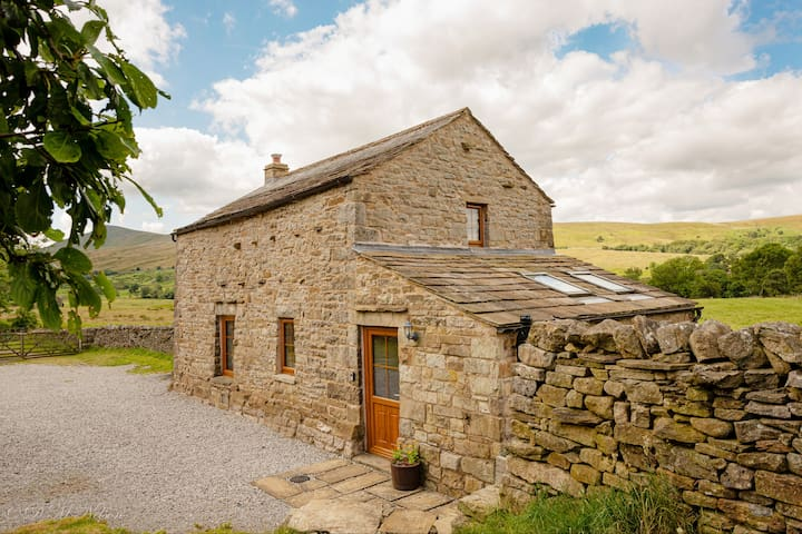 Pendragon View - explore The Dales & The Lakes.