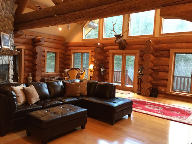 Big log home on the Boulder River - Sweet Grass County