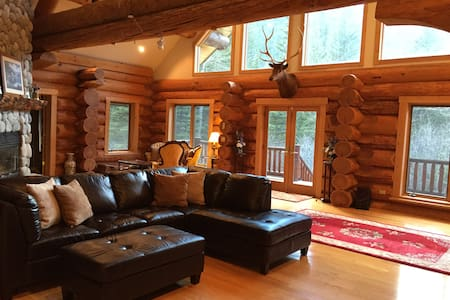 Big log home on the Boulder River - Sweet Grass County - Cabin
