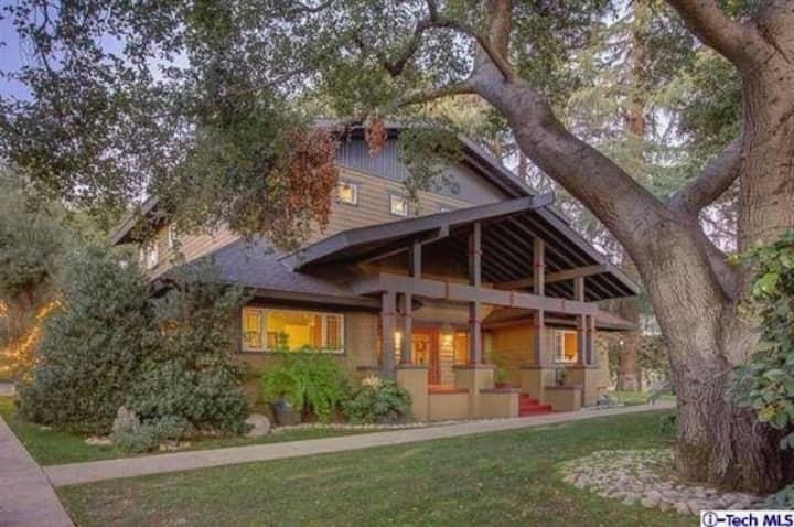 Stunning & Private Craftsman House Pasadena