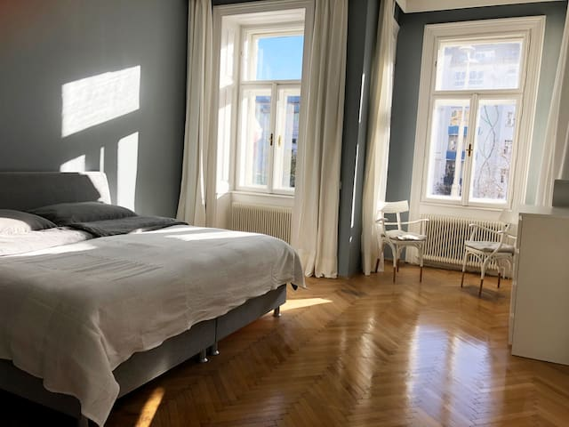 """Chic Viennese """"Altbau"""" in perfect location"""