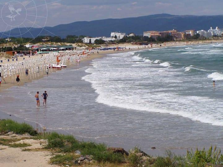 Сдается студия ,около пляжа в городе Несебре.