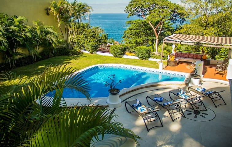 Ocean View Villa with 6 bedrooms. Up to 16 guests