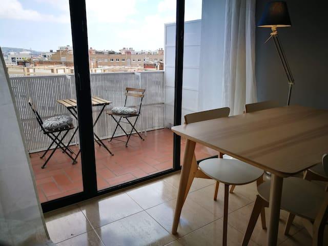 Apartamento con balcón,vistas y aire acondicionado