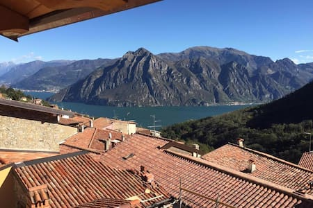 Holiday house with lovely Iseo Lake view