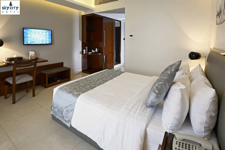 Luxury Serviced One Room - Pool,  Gym & Concierge