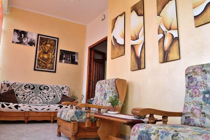 casa eleonora, l'accoglienza del borgo - Collinas - Casa