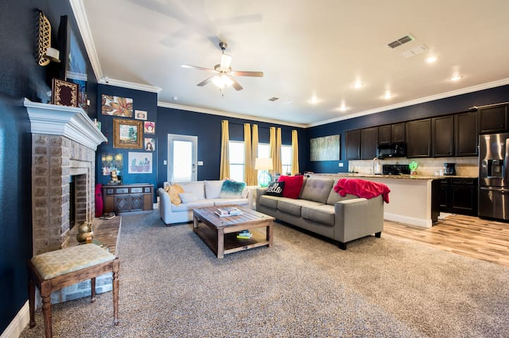◈ Story House LBK ◈ 3BR/2BA ◈ Close to Everything