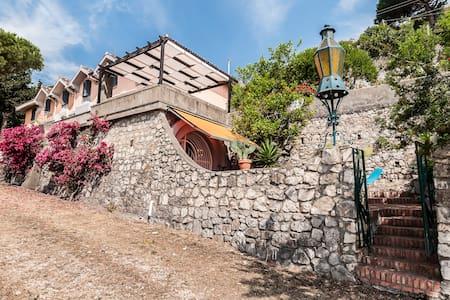Villa sul mare immersa nel verde - Terracina - วิลล่า