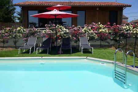 Moderne jacuzzi piscine privée 2ch - Ribagnac - 独立屋