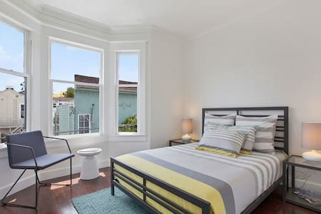 Room type: Private room Bed type: Real Bed Property type: Townhouse Accommodates: 1 Bedrooms: 1 Bathrooms: 1