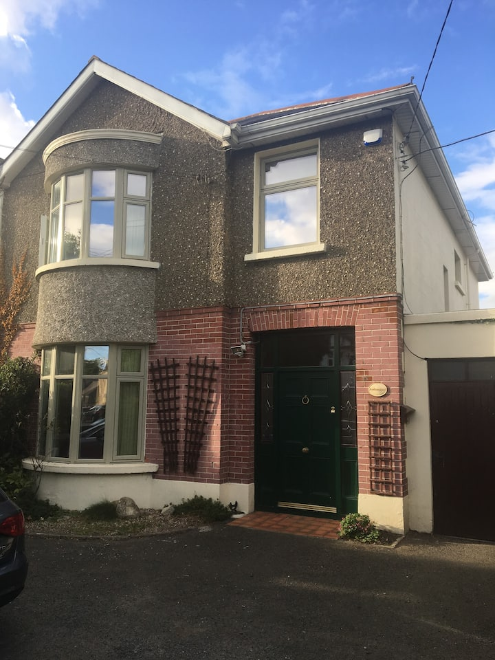 Family home - 5 mins from town and sea.