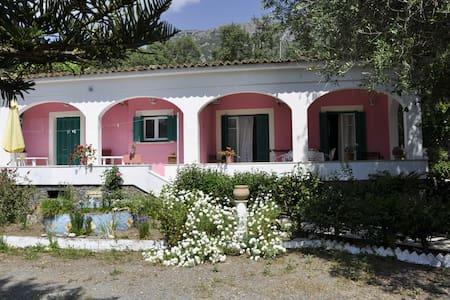 Vanilla apartment,garden, parking - Palaiokastritsa - 단독주택
