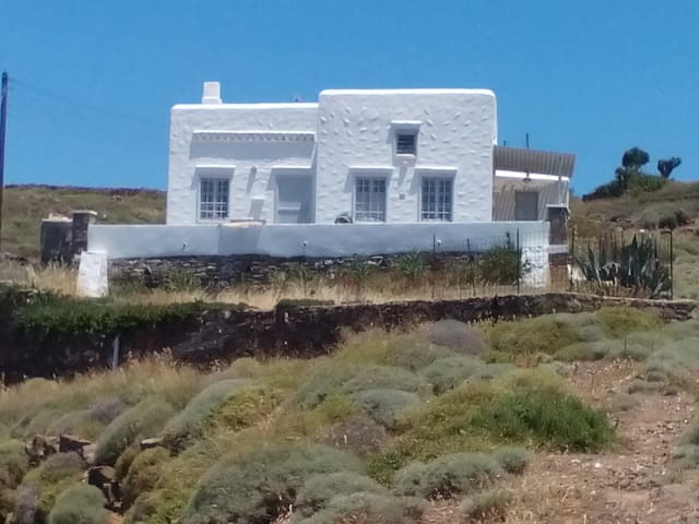 traditional small villa - sifnos  - House