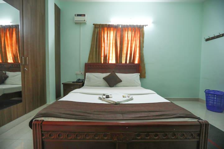 Queenbed Room