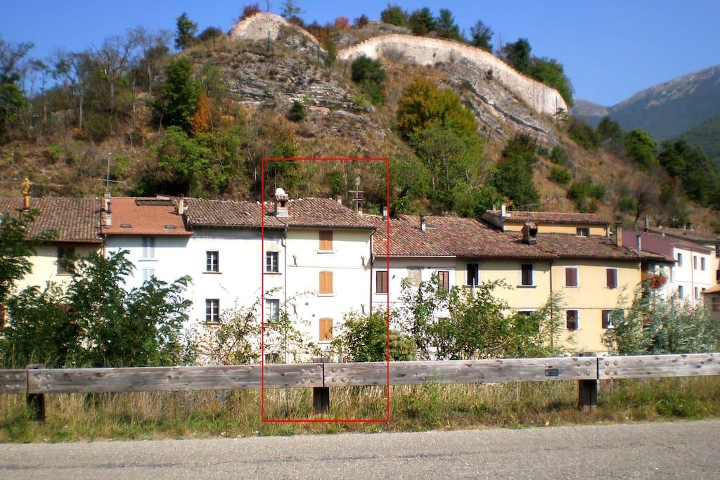 Casa su tre piani con vista fiume townhouses in affitto for Piani casa degli ospiti