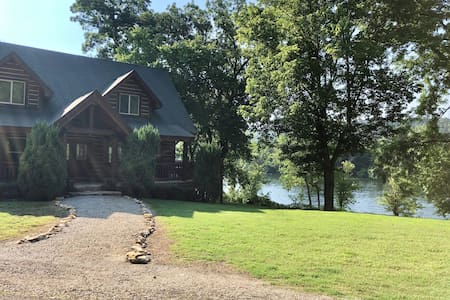 Luxury Log Cabin on the White River in Flippin AR