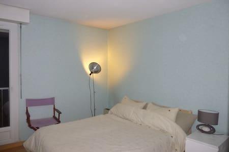 Chambre agréable avec balcon - Périgueux