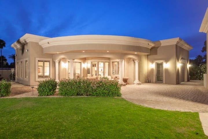 Paradise Valley detached guest house.