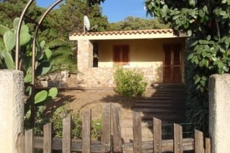 Casa con giardino a 1 km dal mare - Rena Majore - 獨棟