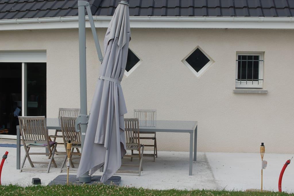 Vous avez libre accès à la terrasse.