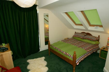 The Green Room...Luxury Double Ensuite with WIFI! - Achill