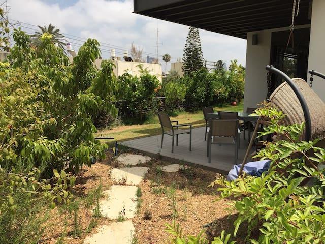 Lovely and Modern Tel Aviv Garden Apartment