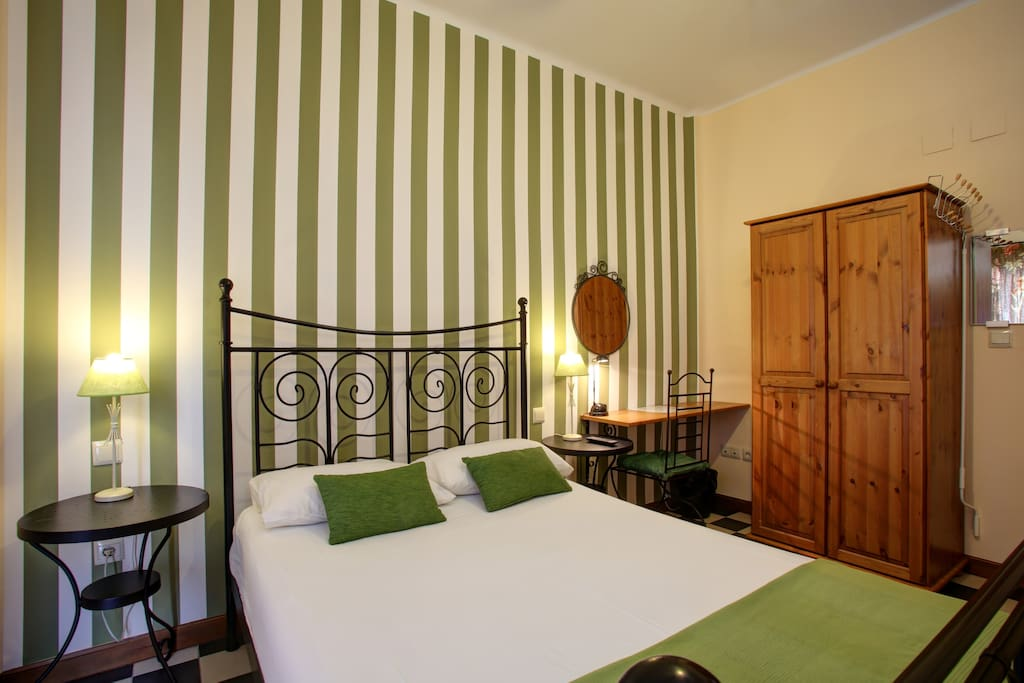 Malagalodge in the heart of town chambres d 39 h tes for Chambre d hote espagne