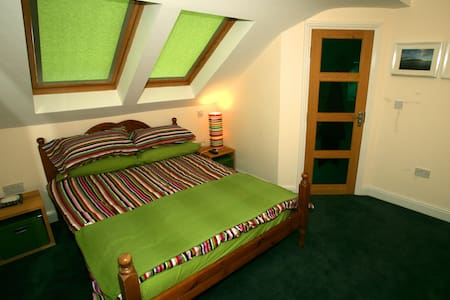 The Green Room...Luxury Double Ensuite with WIFI! - Achill - Rumah