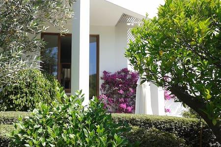 Duplex indépendant dans villa