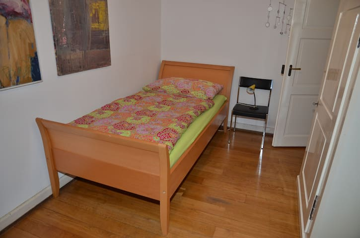 Single-room close to St. Jakob (1436)