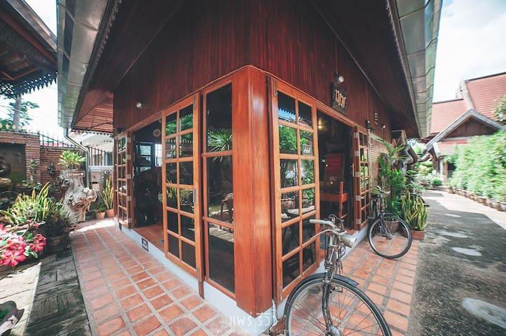 พิพิธภัณฑ์บ้านเทพ&โฮมสเตย์ - Tambon Thung Kwao - Ξενώνας