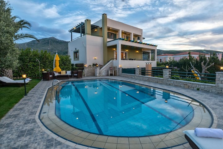 Luxurious Pool Villa Mystic, 4 Bedrooms Ensuite