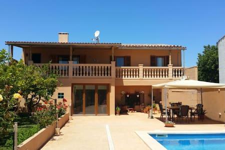 Casa Toñi con piscina en la playa - S'Illot - Дом