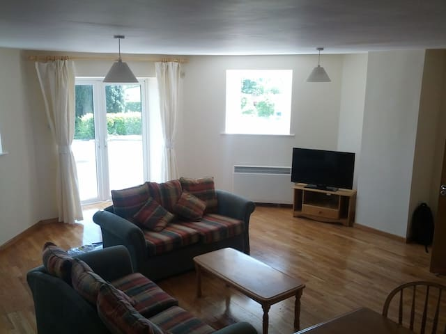 2 Bedroom Ground Floor Apartment - Carrick-On-Shannon - Apartamento