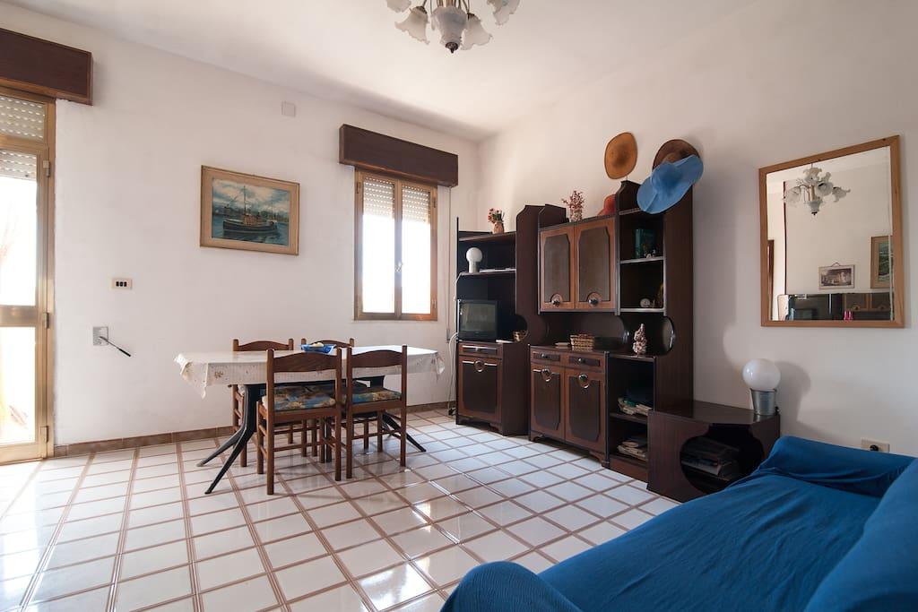 Entrata/soggiorno molto ampio, luminoso e arioso
