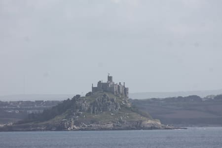 Cosy house over looking Mounts Bay. - Newlyn - House